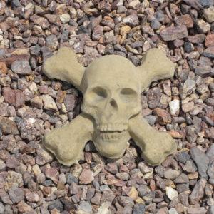 Skull & Crossbones Natural (9.5″x9.5″x3.5″)